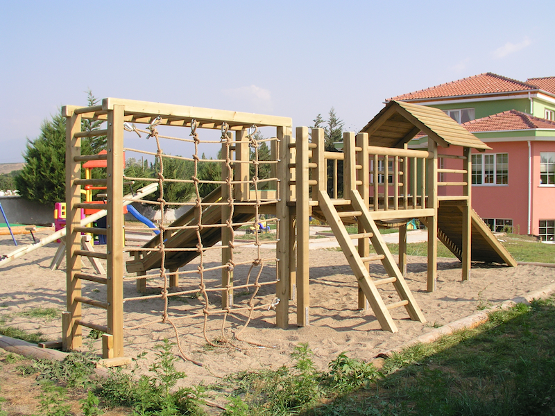 Ahşap Çocuk Parkı