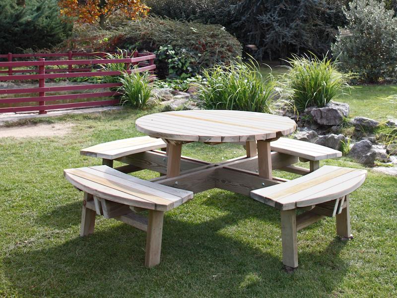 ahşap yuvarlak piknik masası